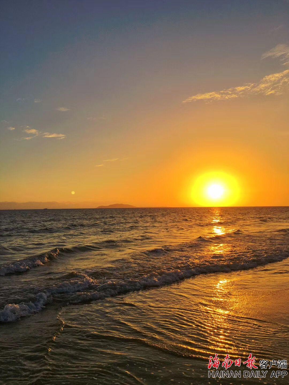 海边夕阳余晖美不胜收.