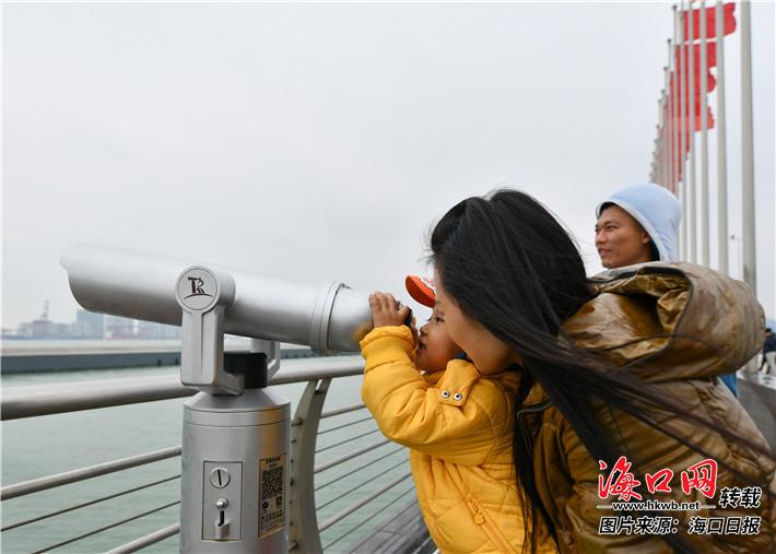 """海口:冬日""""犁海""""别有味片片帆影入画来"""
