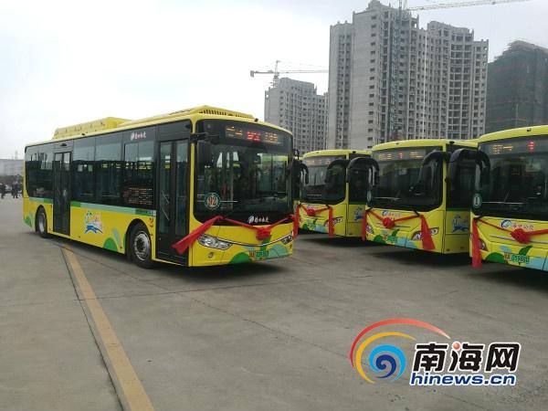 海口投放300辆新能源公交车 驾驶区多了道安全防护栏