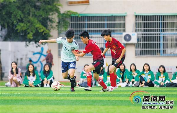 向前冲!足球小将万宁中小学生参与校园足球运动兴致高
