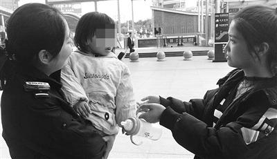心真大!夫妻俩海口火车东站吵架 竟将2岁女儿丢下双双离开
