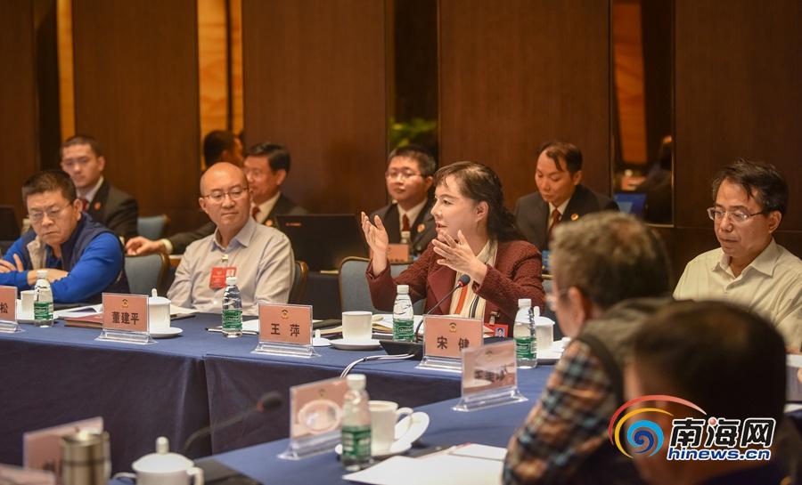 高清组图丨海南省政协委员小组讨论两院工作报告