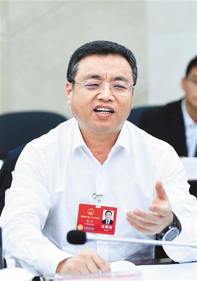 东方市委书记铁刚:干部作风建设不放松推动营商环境进一步优化