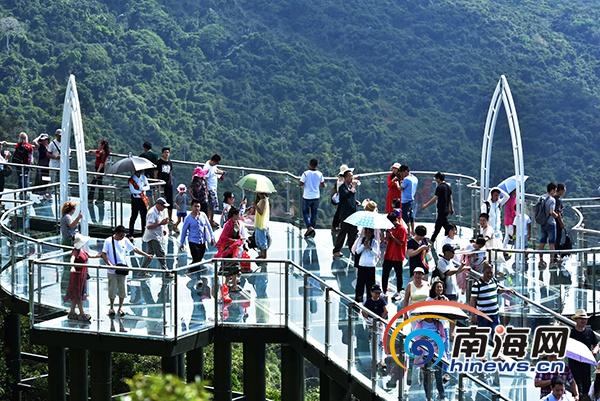 春节黄金周 三亚亚龙湾热带天堂景区迎客逾11.5万人次