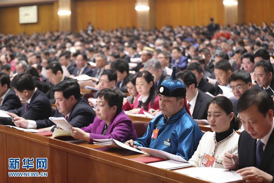 (两会·人大开幕·XHDW)(10)十三届全国人大二次会议在京开幕
