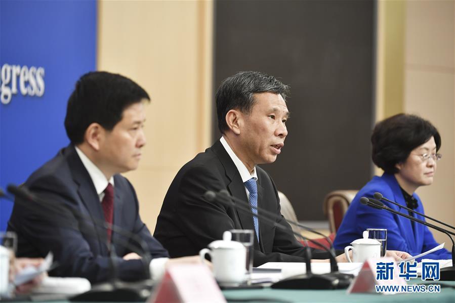 """(两会)(4)财政部部长刘昆等就""""财税改革和财政工作""""答记者问"""