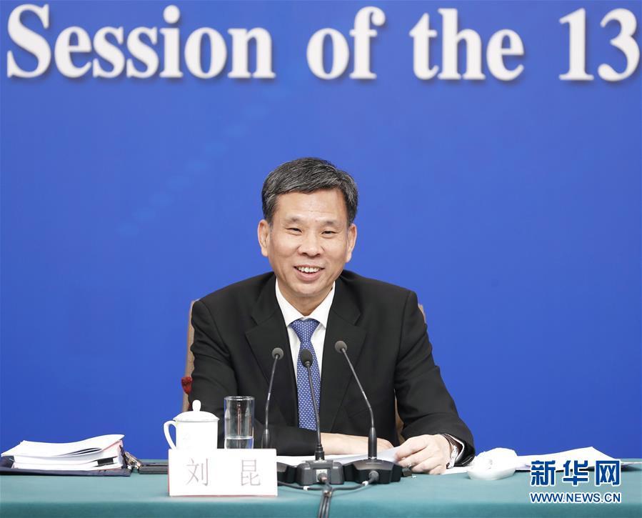 """(两会)(6)财政部部长刘昆等就""""财税改革和财政工作""""答记者问"""