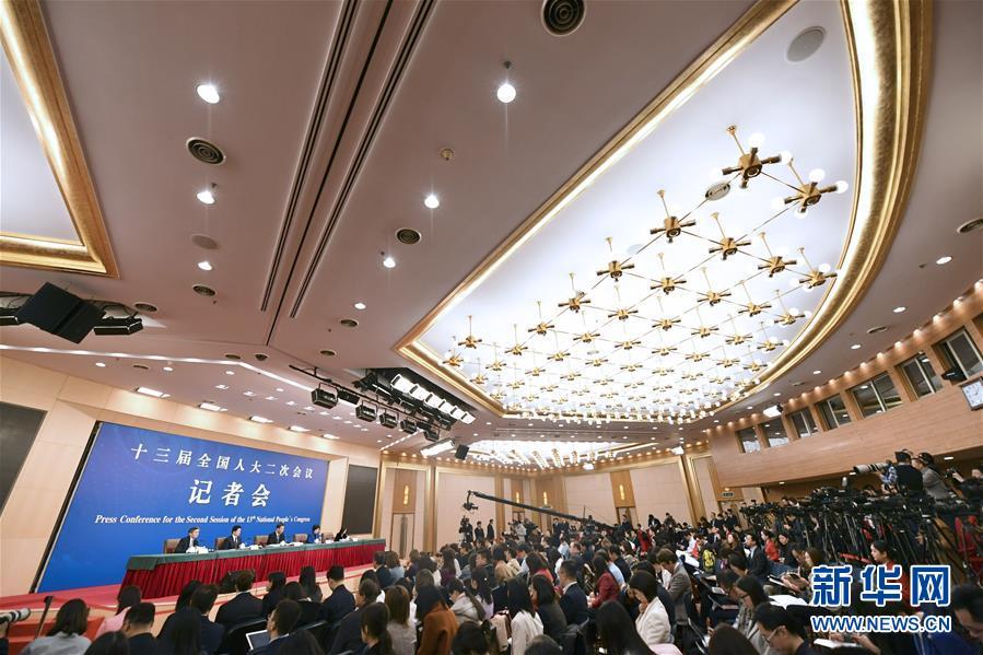 """(两会·XHDW)(1)财政部部长刘昆等就""""财税改革和财政工作""""答记者问"""
