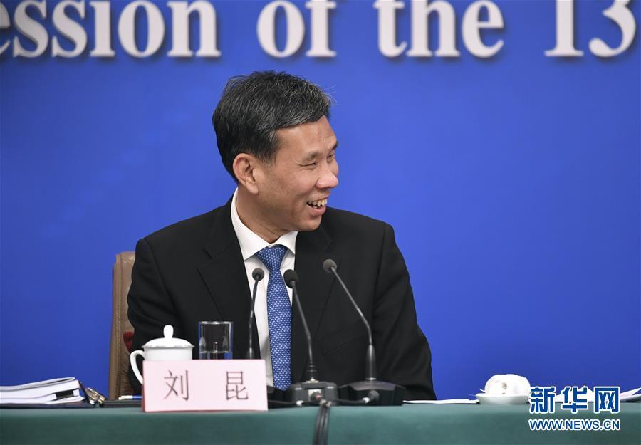 """(两会·XHDW)(3)财政部部长刘昆等就""""财税改革和财政工作""""答记者问"""