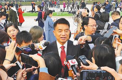 全国政协委员刘永好:抓住自贸区自贸港建设机遇参与海南发展