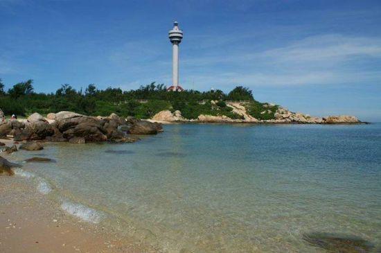 海南岛最北端的文昌市铺前镇木兰湾,矗立着一座航标灯塔.