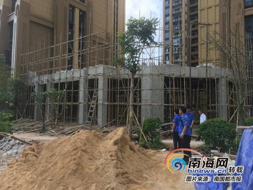"""文昌市帝景湾小区""""会所""""挤进两楼之间业主:影响采光通风"""