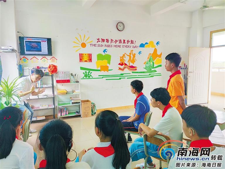 """儋州市特殊教育学校教师卢子怡给聋儿正能量:""""除了听,我们什么都能做!"""""""
