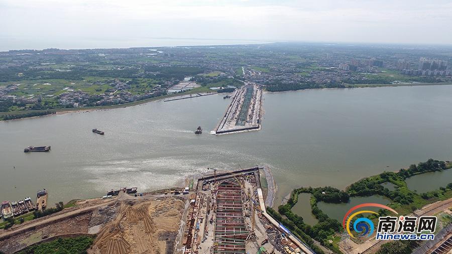 海口首条越江通道紧张施工中 力争主汛期来临前完成一期围堰结构封顶