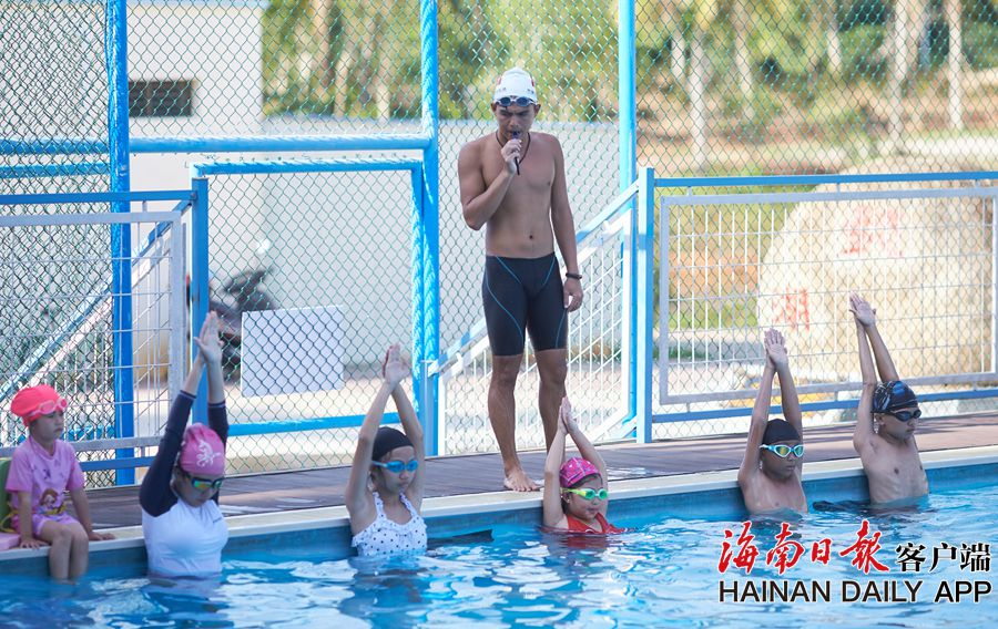 组图|全民健身:学游泳成暑假作业 已有22.6万名中小学生接受