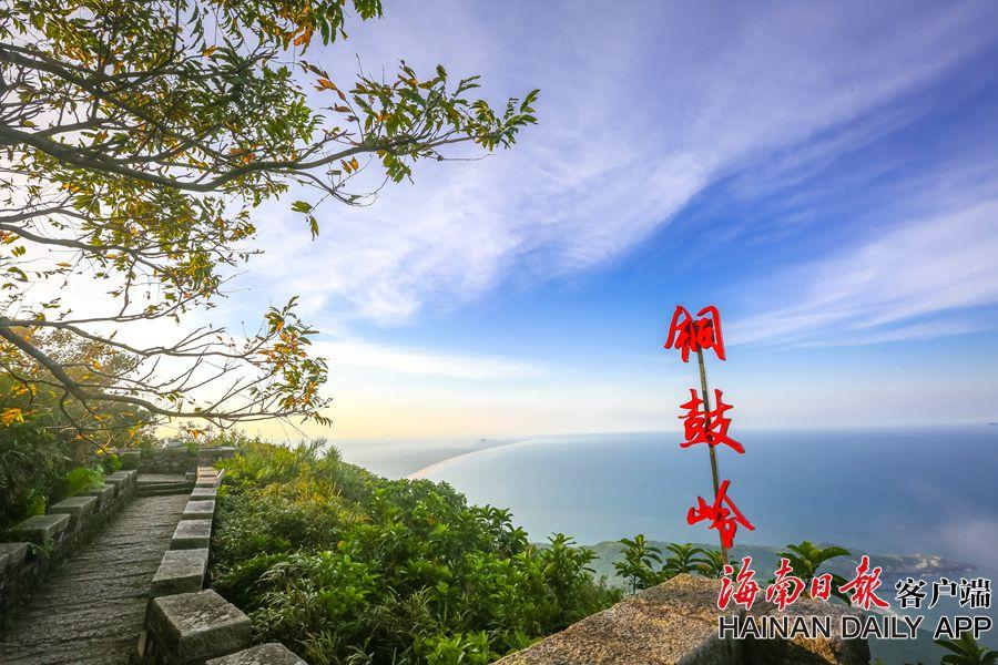 组图|登文昌铜鼓岭看月亮湾 观赏岭中海滨石景