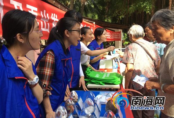 海口龙华区志愿服务集市人气旺 为社区居民量身定制服务