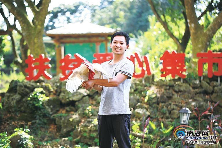 """海口90后大学生王庭辉直播卖香蕉 村民送他外号""""王百万"""""""