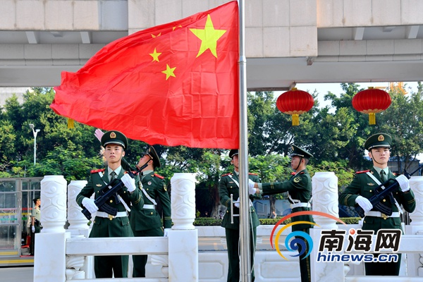 海南省公安厅举行国庆升旗仪式 庆祝中华人民共和国成立70周年
