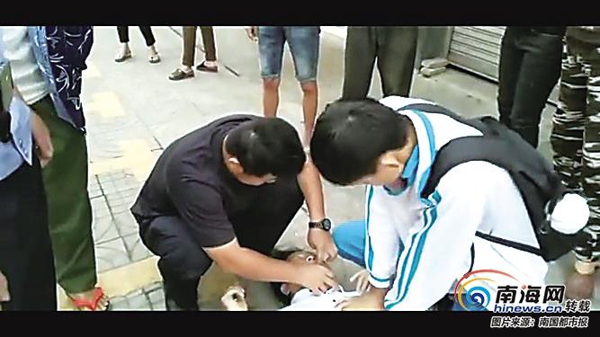 男子昏迷街头 定安交警和学生联手施救