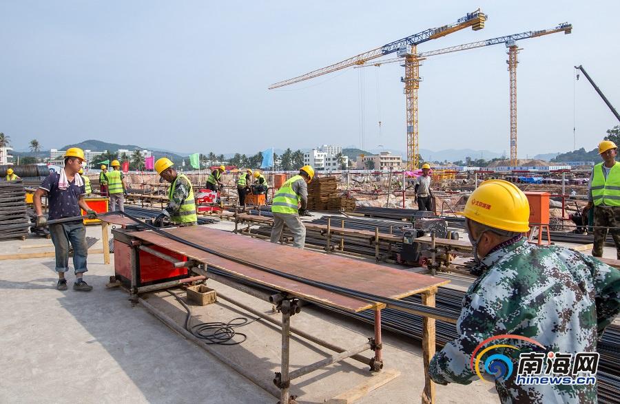 三亚市体育中心体育场基础施工基本完成 2020年春节前主体结构封