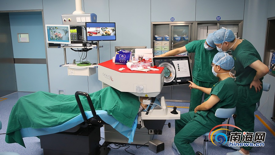 我国内地首例强生全视Catalys飞秒激光白内障手术在博鳌超级医院