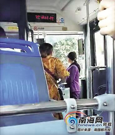 视频 | 海口一公交车上女子大骂乘务员 只因多付了2元车费