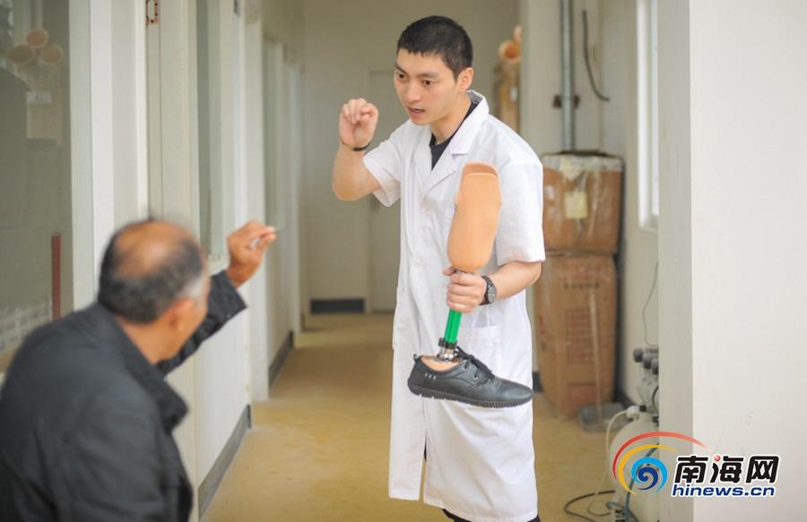 <b>组图丨海南省残疾人康复指导中心为残疾人免费更换假肢</b>