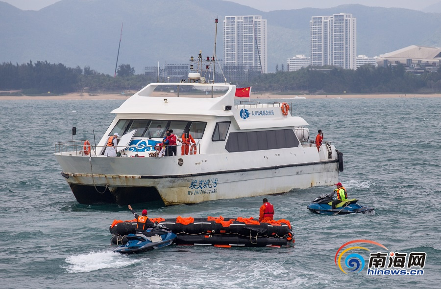 推荐:组图|三亚在蜈支洲岛附近海域举行海上应急救援演练
