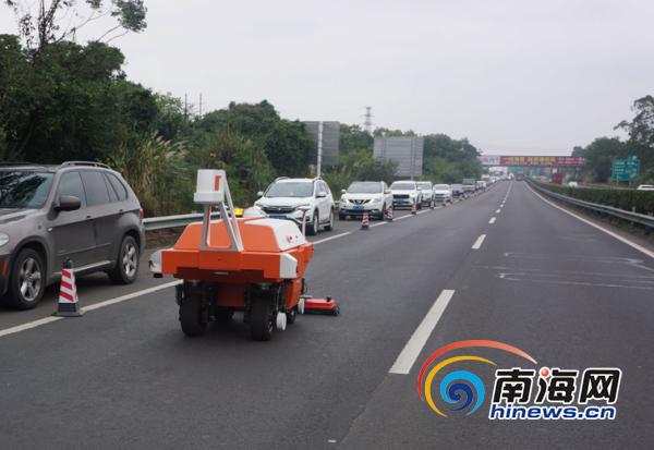 """海南公路也能""""做CT""""了!省公路管理局引进机器人深度检测公路病害"""