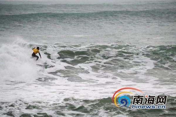 2019海南省青少年冲浪锦标赛万宁开赛十支队伍同场竞技