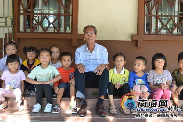 感动海南 | 三亚退休教师林启光:守护12名学生的课堂