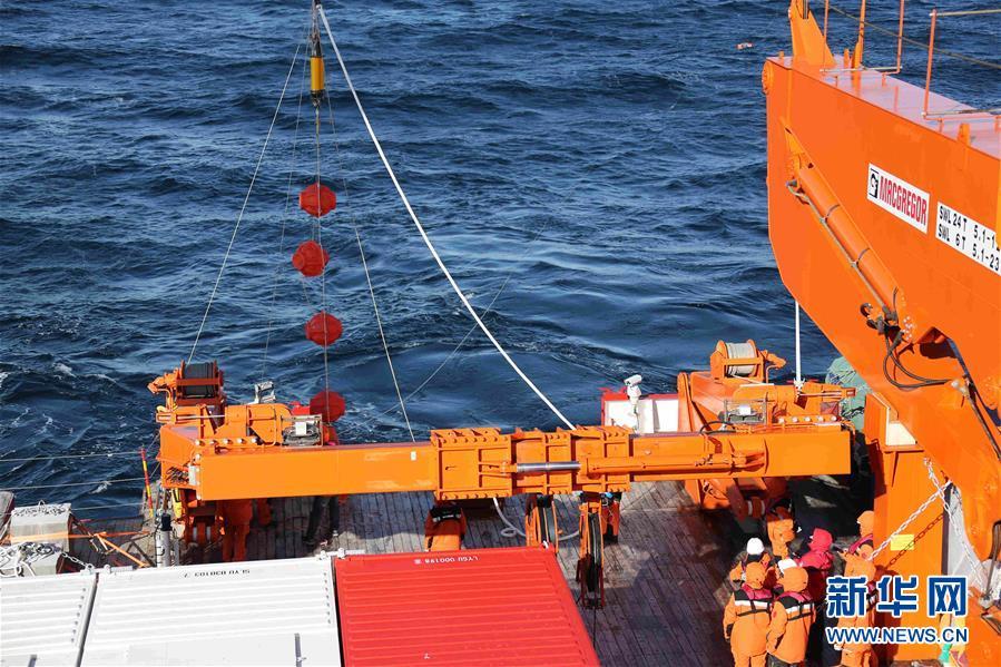 """(""""雪龙""""探南极·图文互动)(6)""""雪龙2""""号首次回收和布放南极考察潜标"""