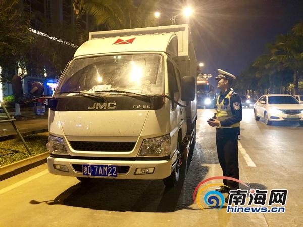 海口公安交警持续开展货车常态化整治行动 一晚查处各类交通违法行为499起