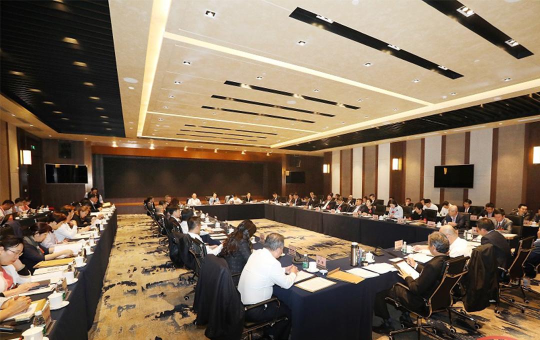 两会影像|海南省政协委员分组讨论 积极建言献策