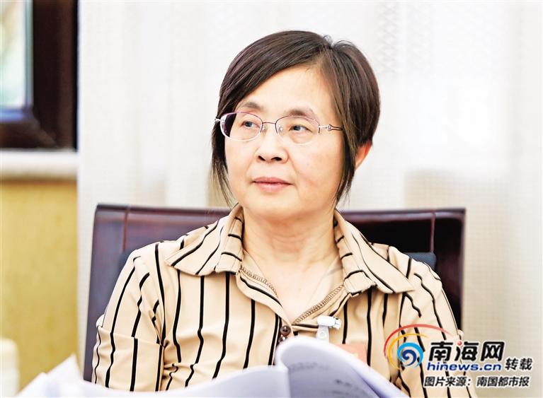 海南省工信厅厅长王静:今年加快新能源车充电桩建设每3辆车至少1个桩