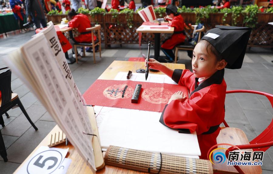 翰墨书香迎新春 海口秀英区举办首届少儿书法春联大赛