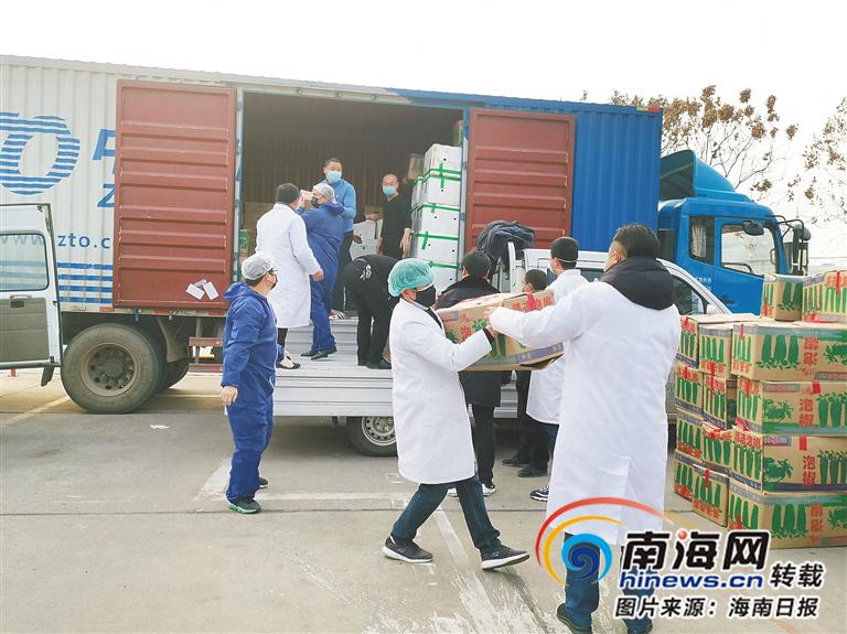 抗击疫情·防控 | 海南爱心瓜菜运抵湖北荆州