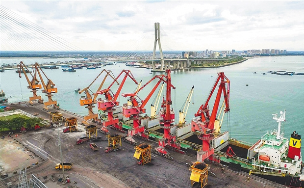 洋浦:开辟陆海新通道 打造航运新枢纽