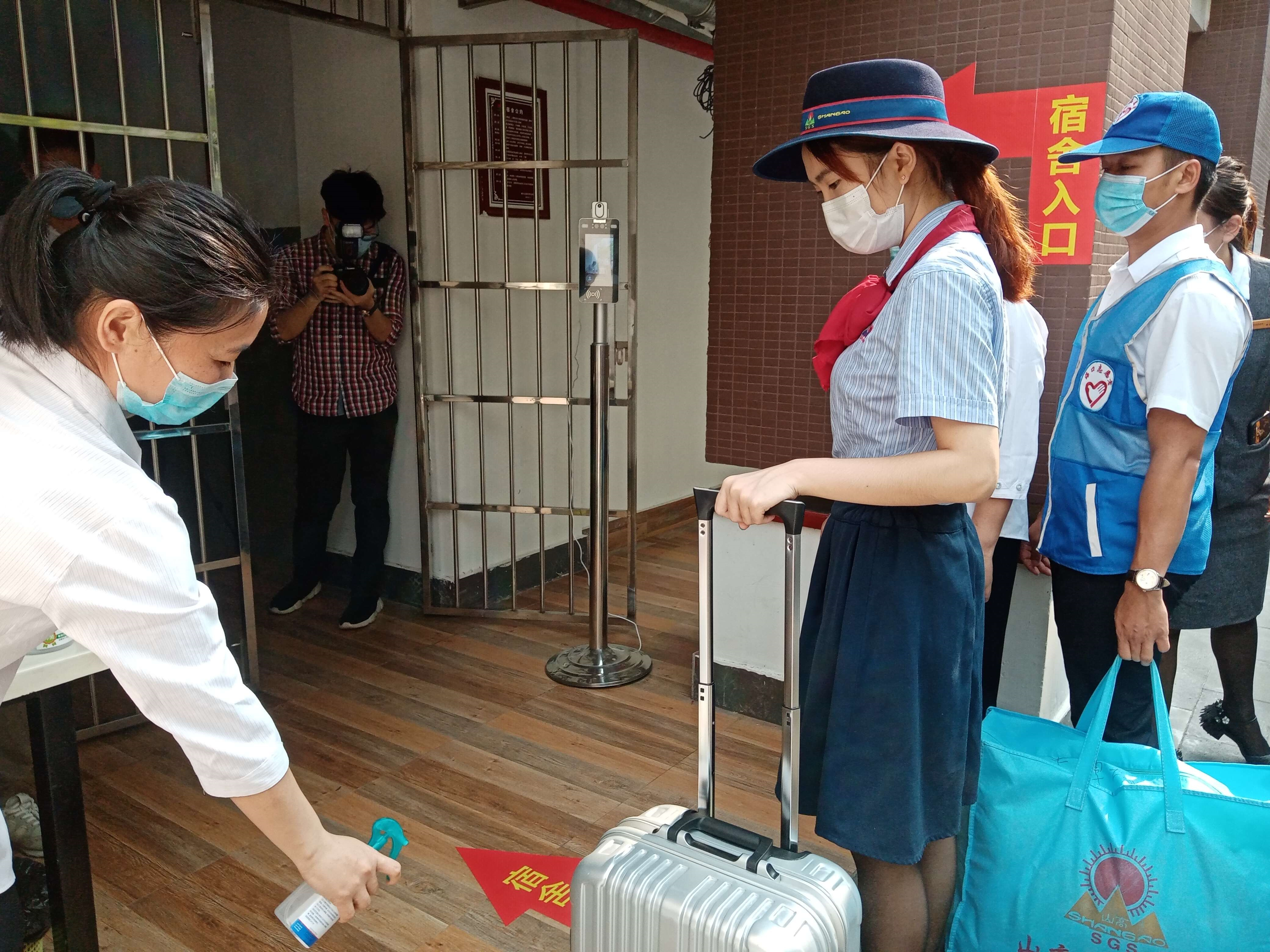 开学第一课!海口山高中学成功举行开学前防疫演练