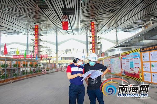 """海口美兰机场二期扩建项目""""神奇女侠""""胡东伟:把家安在建设现场"""