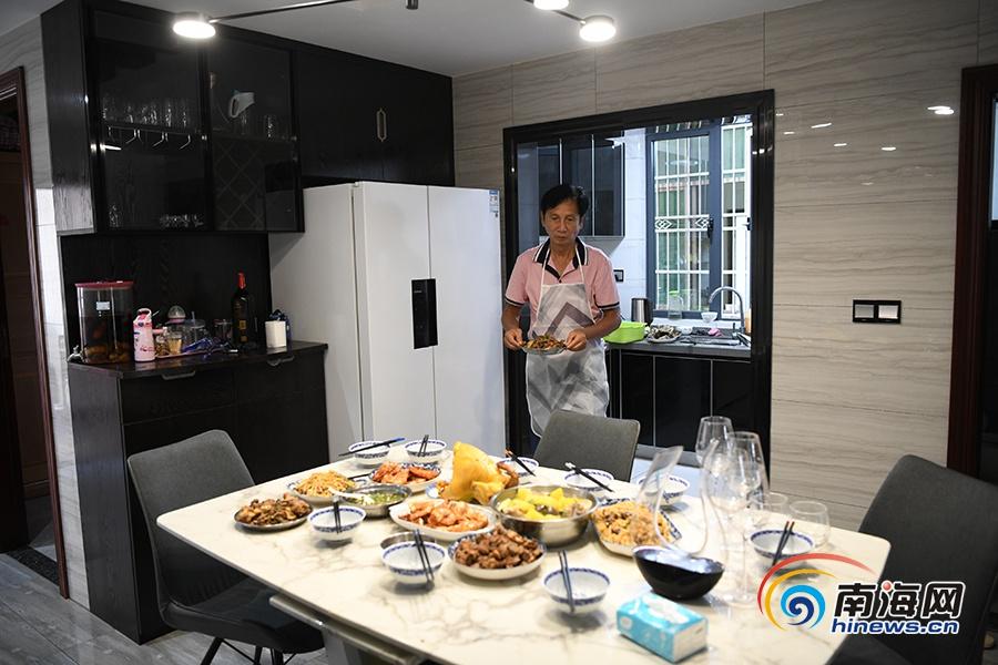 晓峰近距离 | 支援湖北抗疫的家人回家:终于吃上了迟到的团圆饭