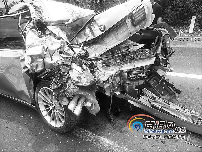 砰!躲闪不及 海南海文高速三江出口路段两车相撞 一女乘客鼻梁骨折