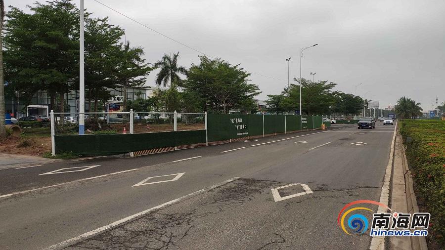 海口琼山大道施工围挡遮视线存隐患 项目施工方