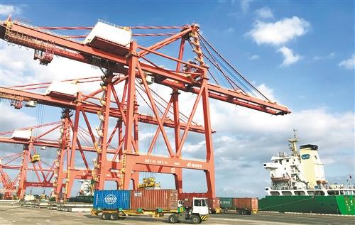 洋浦:国际中转港航线框架初步形成