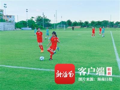 海南超千名足球少年比拼球技