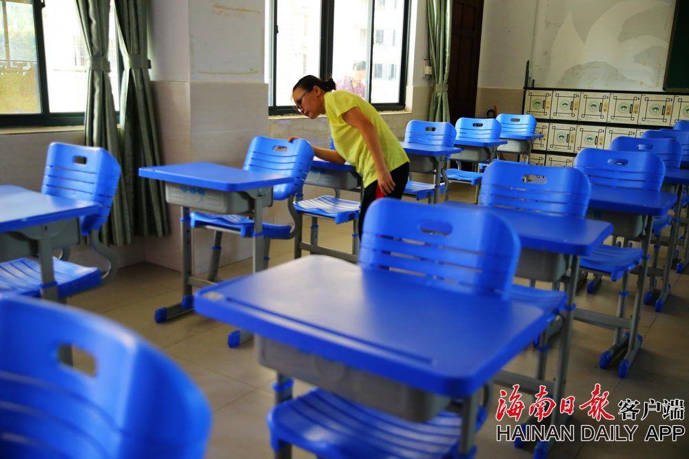 组图|海南:2020年高考倒计时 考场布置有序进行