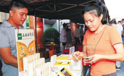 儋州:扶贫集市献爱心 2天卖出51.6万元农产品