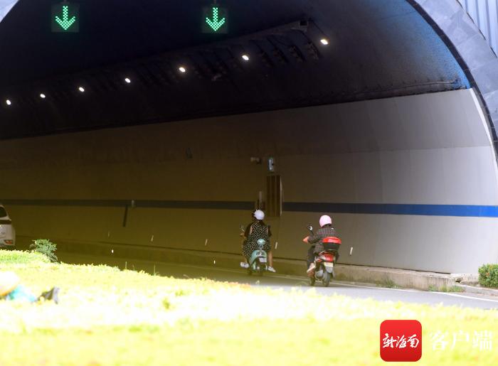 多辆电动车在三亚红沙隧道违规通行