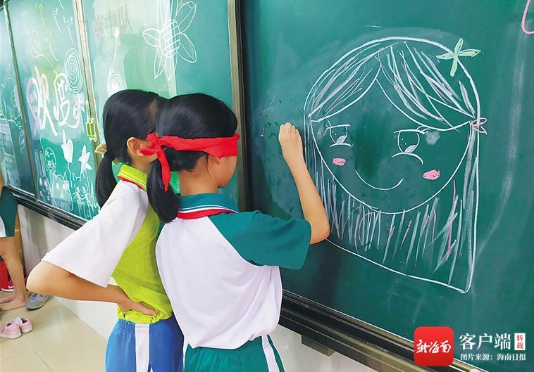 教育周刊   好老师,是带领学生从热爱做起